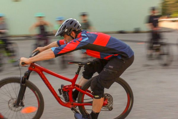 practice-body-position-braking-mtb