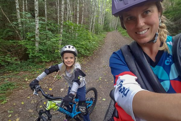 youth-girls-mountain-bike-camps
